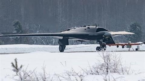 UCAV Okhotnik có đi vào ngõ tối như Su-57?